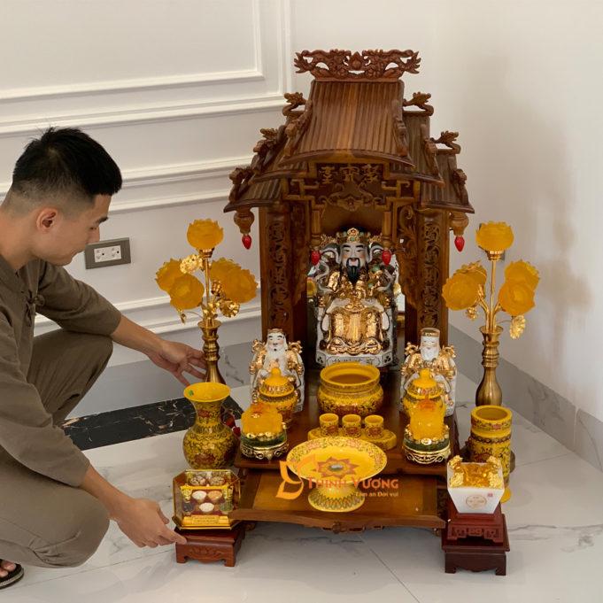 Bộ Bàn Thờ Thần Tài Mái Dốc Gụ 48 Gấm Vàng BMDG01GV1