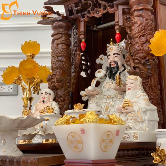 Bộ Bàn Thờ Thần Tài Mái Dốc Cột Gụ 48 Trắng Sen BMDCG01TS