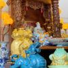 Hướng dẫn cách bài trí lọ hoa bàn thờ thần tài bắt mắt