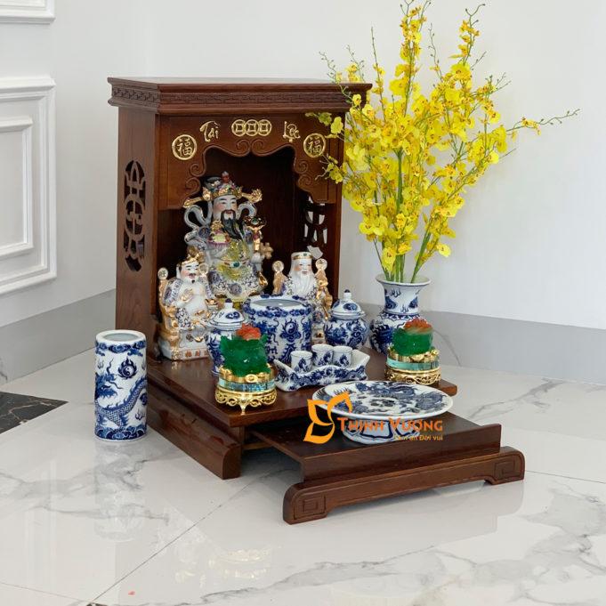 Cách đặt lọ hoa trên bàn thờ Thần Tài đẹp mắt