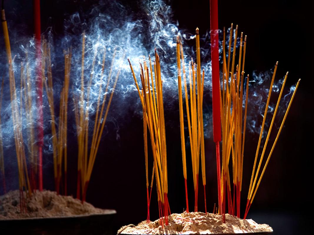 Bát hương cháy là điềm dữ hay lành?