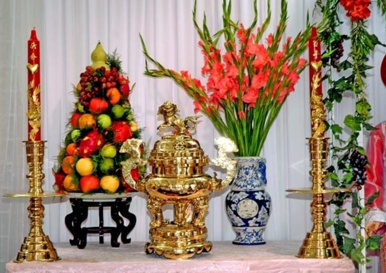 Một số lưu ý khi cắm hoa bàn thờ