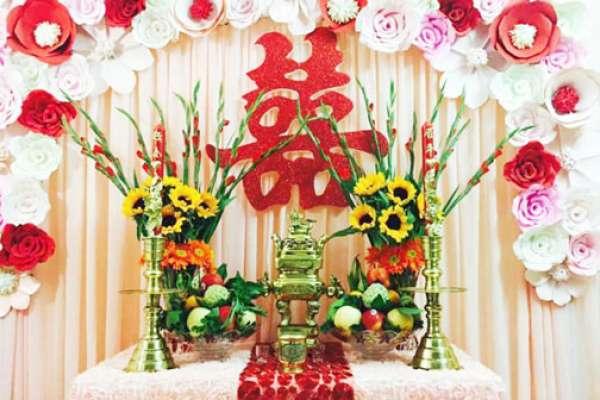 Hoa cưới trên bàn thờ cắm thế nào là đúng?
