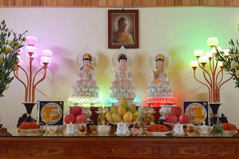 Cách sắp xếp bàn thờ Phật và bàn thờ gia tiên