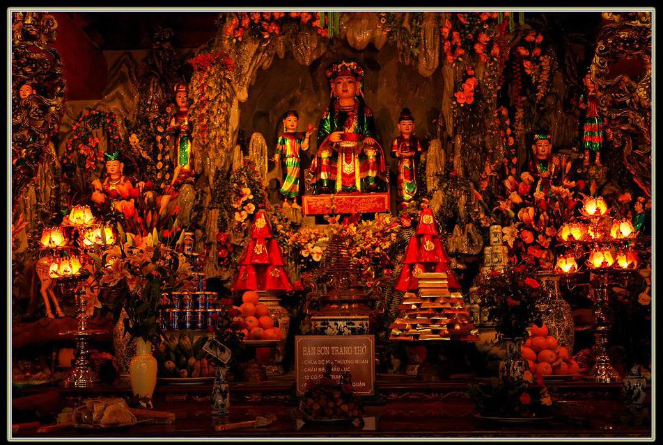Nghi thức thờ ban thờ Mẫu trong chùa
